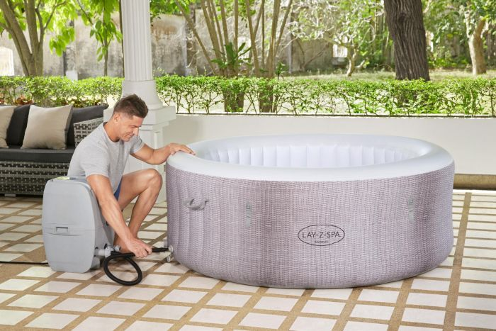 Easy installation of inflatable Jacuzzis